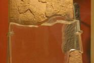 Wersja akadyjska przymierza z Kadesz zawartego w 1258 r. p.n.e. Przechowywana jest ona w Muzeum Archeologicznym w Istambule. Wersja egipska tego przymierza umieszczona jest na ścianie świątyni Amona w Karnak. Jest to pierwszy znany w historii traktat pokojowy.