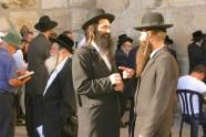 Ortodoksyjni Żydzi przy Murze Zachodnim